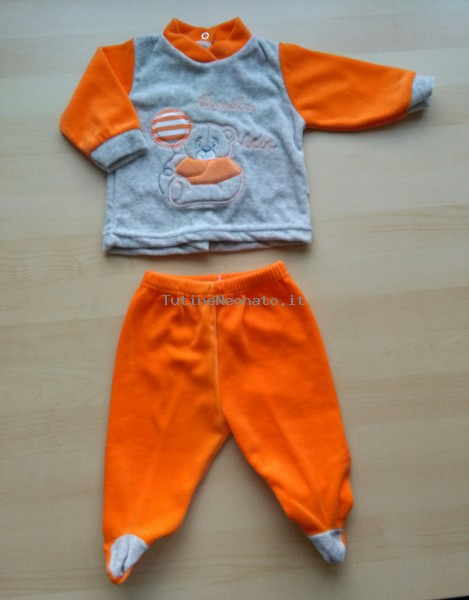 Baby footie outfit clinic chenille small baby.. Colour orange, size 1-3 months Orange Size 1-3 months