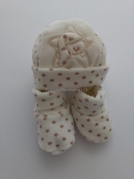 Hat and chenille shoes image bear and star. Colour creamy white, one size Creamy white One size
