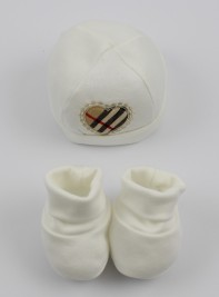 Hat and cotton shoes Scottish heart image. Colour creamy white, one size