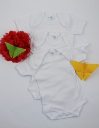 Image short sleeve cotton bodysuit. Colour white, size 3-6 months