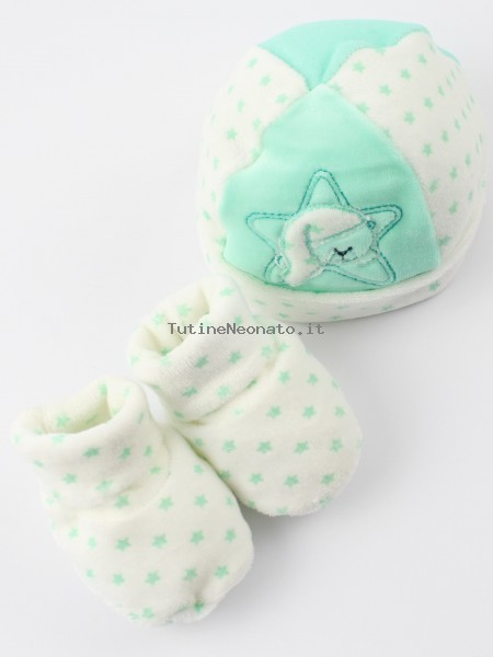 Hat and chenille shoes image bear and star. Colour green, one size Green One size