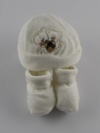 Image hat and chenille shoes hug. Colour creamy white, one size