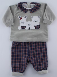 Picture baby footie outfit in chenille friends in partying. Colour grey, size 1-3 months