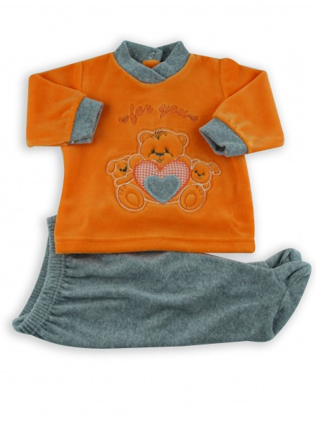 Picture baby footie outfit in chenille for you. Colour orange, size 3-6 months Orange Size 3-6 months