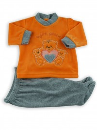 Picture baby footie outfit in chenille for you. Colour orange, size 3-6 months