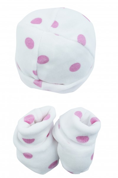 hat and shoes newborn female polka dots on white background. Colour fuchsia, one size Fuchsia One size