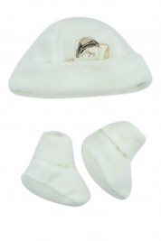 hat and shoes for newborns in creamy white chenille. Colour creamy white, one size