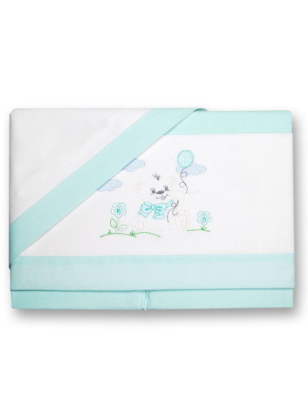 Baby bear sheets and pillowcase on the lawn. Colour green, one size Green One size