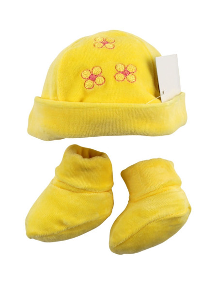 hat and baby shoes, in chenille. three little flowers.. Colour yellow, one size Yellow One size